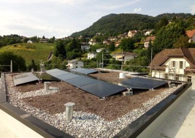 Installation de 20 modules solaires en toiture plate à Montreux