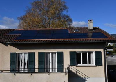 Installation de 18 modules solaires à Trélex
