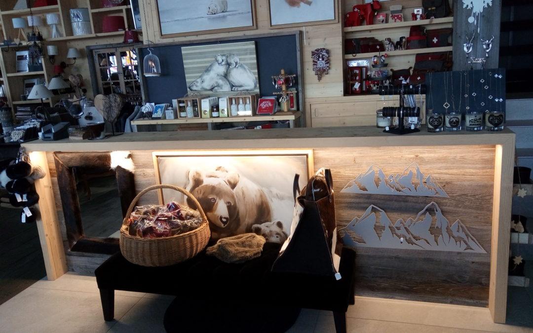 Mise en valeur meuble magasin «A Suivre» Villars